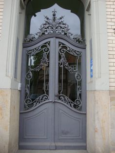 This door is quite elegant.