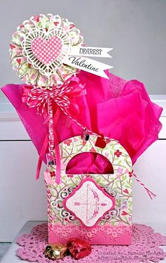 #DIY #crafts #Valentine's Day #pink #giftwrapping #giftbag ToniK ⓦⓡⓐⓟ ⓘⓣ ⓤⓟ http://waltzingmouse.blogspot.com/2012/01/blog-party-sweet-recap.html