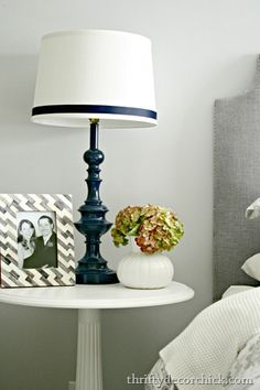 [lamp2%255B5%255D.jpg]  LOVE THE NAVY BLUE LAMPS.. started as brass!!!