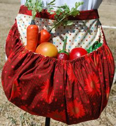 I MUST find a pattern for this!  Garden Harvest Apron by TumbleweedJunction on Etsy, $49.50 LOVE This!!! Perfect for when I have my garden and farm! :)
