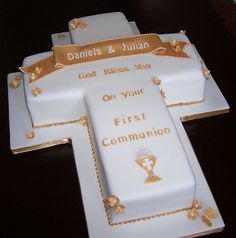 Cross Cake for a First Communion by cakespace - Beth (Chantilly Cake Designs), via Flickr
