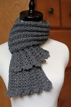 Beautiful free scarf pattern.