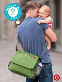 A BabyCenter Top Pick, the Skip Hop Via Tech Messenger Diaper Bag holds everything Baby needs. Plus, Dad will love the sleek, urban style.