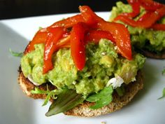 avocado hummus toasts w/ roasted red peppers | two foodies & a pup