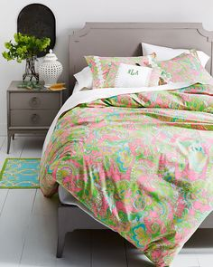 Update your bedroom with a luscious garden of Lilly Pulitzer prints in our Sister Florals Duvet Collection.