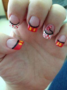 Disney nail art. minnie. mickey. mouse. disneyland. dland. #nails DIY NAIL ART DESIGNS