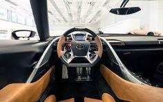 Nowe jest także wnętrze pojazdu z jasnobrązowym, skórzanym wykończeniem, dającym poczucie większego wyrafinowania.