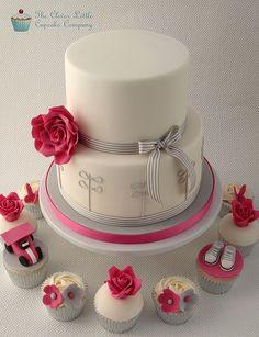 Modern Wedding Cake with Cupcakes | Flickr: Intercambio de fotos