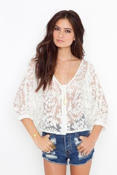 Love this top, but what would you wear under it?? I don't think a bandeau or a tank top would look right... maybe a lacey nude or white bra??