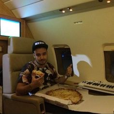 pizza on the plane