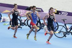 Britain's Alistair Brownlee (R) runs ahead of Jonathan Brownlee (L) and Spain's Javier Gomez in the men's triathlon final during the London 2012 Olympic Games at Hyde Park August 7, 2012.