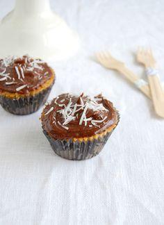 Cupcakes de coco com cobertura de chocolate