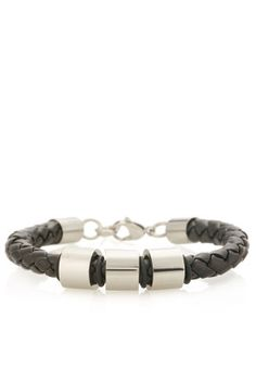 Rock this metal detail bracelet by Fifteen Minutes for a cool and casual look. Available via www.namshi.com