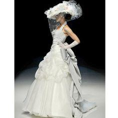 A modern twist on early 1900s wedding fashion