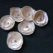 DIY: Little Satin Flowers - Project Wedding