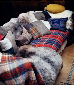 Cozy cozy couch. Looks amazing