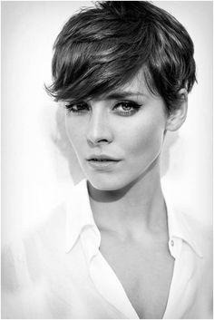 Hairdos for Short Hair: Pixie Haircut with Side Bangs.