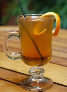 Cítrico meloso. Heat Grand Marnier with honey and lemon