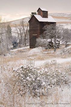 winter barn   ..rh