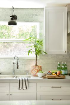 Love this kitchen (tiling the whole wall makes such a big statement!)
