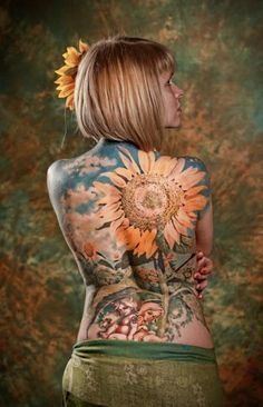 This is a great piece.... I would love even more if it was black #sunflower tattoo