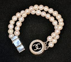 Vintage Chanel Button Bracelet... @Rochelle Cullum, even more fun in pearls!