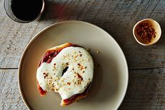 How to Make Pizza Bagels - Work Lunch Ideas