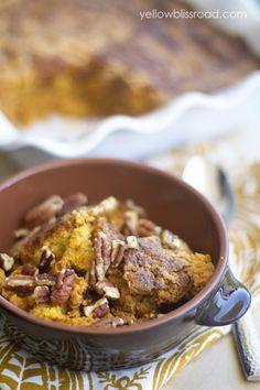 Easy Pumpkin Cobbler recipe { lilluna.com }