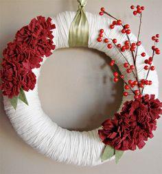 berri, yarn wrap, christmas wreaths, holiday wreaths, corona, yarns, red flowers, winter wreaths, yarn wreaths