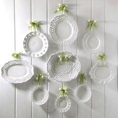 simple plates & ribbon