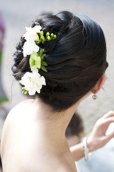 peinado novia, flores blancas