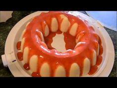 gelatina de queso con salsa de fresa