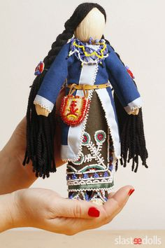 Mother-and-Child Doll (Seneca) Corn husk, cotton, wool, glass, silk, skin by Slastidolls