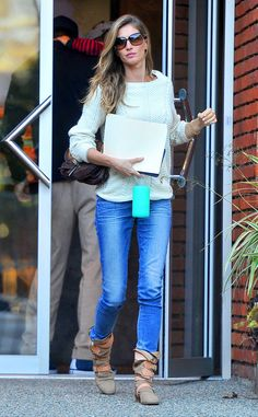 Oh em gee, Gisele Bundchen seriously looks amazing in EVERYTHING! She even turned heads in jeans, a sweater, slouchy boots and butterfly sunnies!