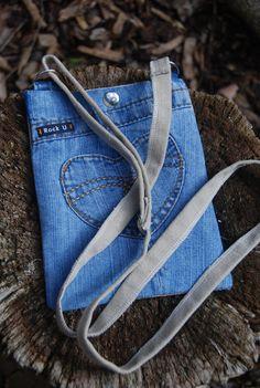 Handig gerecycled  tasje van originele postzakken en door VinMarRock, €15.00