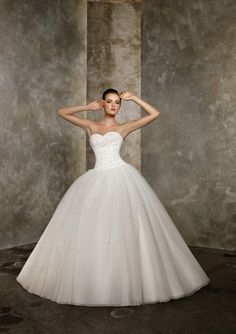 Ball-Gown Sweetheart Chapel Train Organza Satin Wedding Dresses with Lace Beadwork