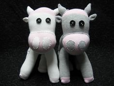 DIY Sock Toys - Cow Not only do I love the pink, gray, and white colors of these adorable cows, I love the way the cuffs were utilized as feet, too. Of course, the general cuteness is also a good thing.