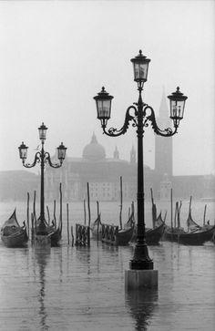 Dmitri Kasterine - Lamposts and gondolas, Venice, 1962. S)