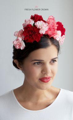 Make a fresh floral crown - perfect for a Frida Kahlo costume! #halloween www.apairandasparediy.com