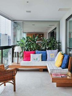 Love this apartment porch!