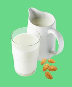 Make Your Own Almond Milk —Here's How!
