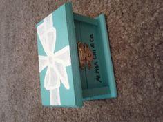 Super cute pin box!
