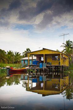 Palafito en la laguna de Sinamaica Zulia Venezuela.. Colores y reflejos by rafaelochoa