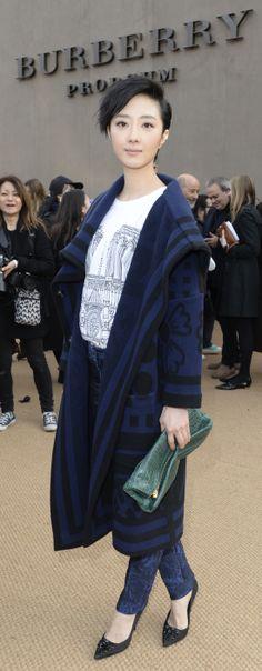 womenswear aw14, petal bag, prorsum womenswear, street style, sleek chic, wear burberri