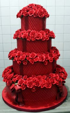 Red Wedding Cake #Rockabilly Red Wedding ... Wedding ideas for brides & bridesmaids, grooms & groomsmen, parents & planners ... https://itunes.apple.com/us/app/the-gold-wedding-planner/id498112599?ls=1=8 … plus how to organise an entire wedding, without overspending ♥ The Gold Wedding Planner iPhone App ♥