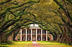 Plantation house..The Oak Alley Plantation in Louisiana, USA.