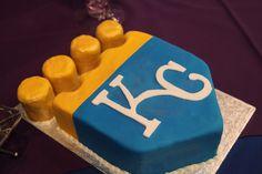 Kansas City Royals groom's cake,  image by Creative Event Studio  #sportswedding #groomscake