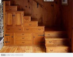 http://haben-sie-das-gewusst.blogspot.com/2012/08/kochen-mit-inspirationen-aus-dem-www.html  Multi-Tasking Staircase- Oh MY!!! The perfect stair case has been found!