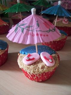 Luau / Hawaii cupcakes