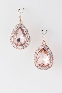 Cute rosegold earrings for the wedding day
